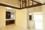 2階のオープンキッチン、リビング