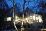 夕闇に浮かぶ光の籠