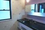 淡い紫が広がるパウダールーム