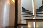 螺旋階段は一つのオブジェ踊り場は透明ポリカの床