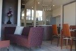 LDよりキッチン    エイジングのフローリングにはシックな家具がよく似合います。