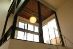 階段を上がると空中和室 天井模様は特注でデザインしました。