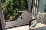 囲炉裏和室とリビングを外から繋ぐデッキには足湯。これぞ日本プレミアム